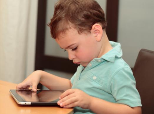 Нужен ли ребенку планшет
