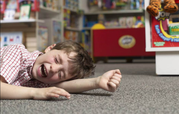 Что делать, если ваш малыш устроил «сцену» в магазине