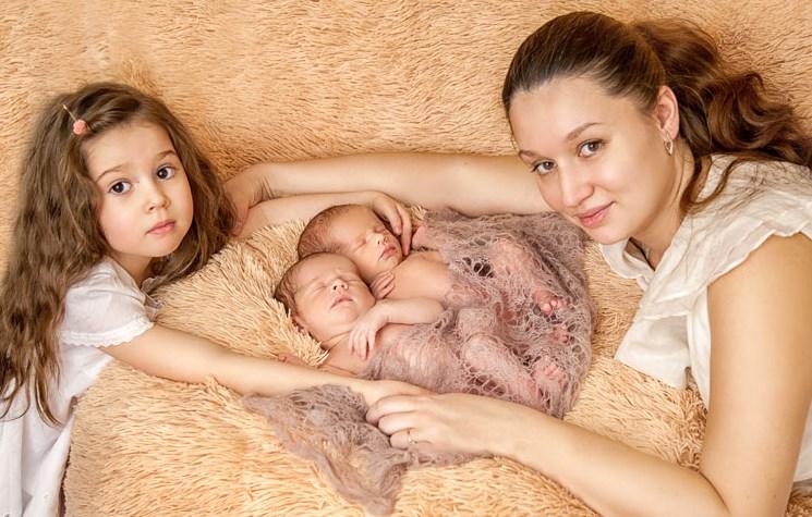 Особенности грудного вскармливания близнецов